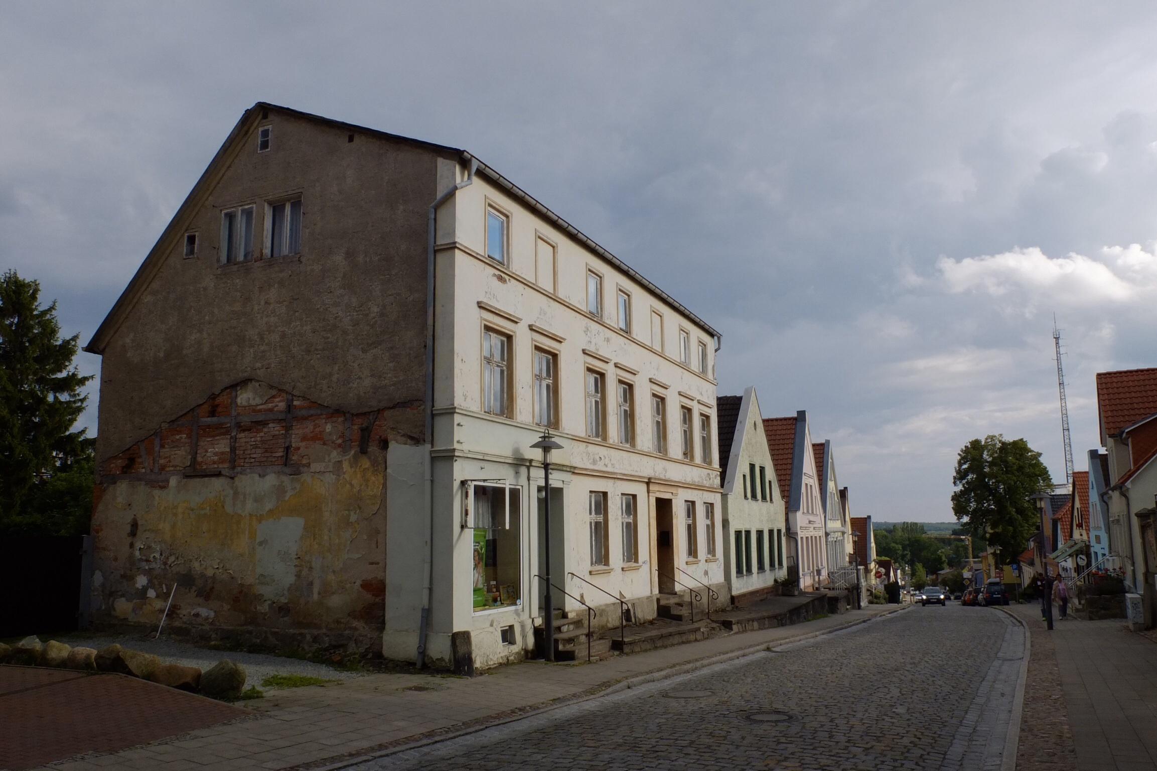 Gadeparti fra Bergen - en lille hyggelig by - en perle.